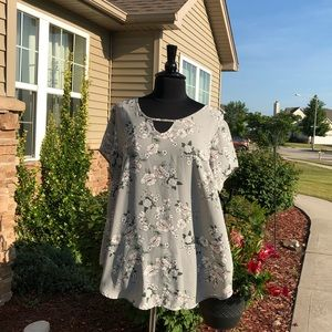 Torrid Gray Floral High-Low Short Sleeve Tunic 2x